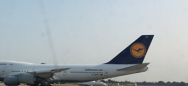 Photo of a Lufthansa jet